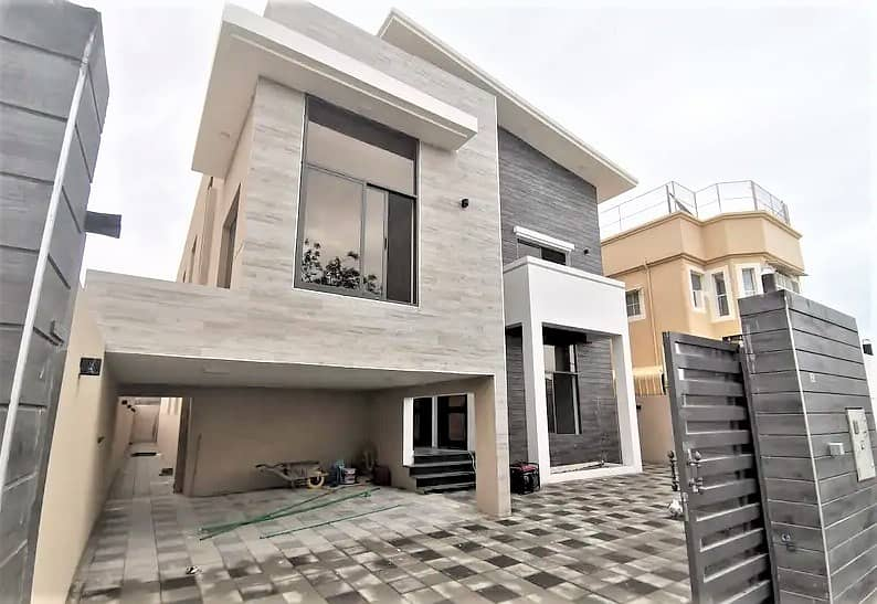 A large area villa, at a great price, from the owner, without commission, in a prime residential location, near the street