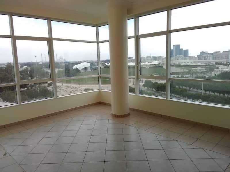 شقة في منتزه خليفة الطريق الشرقي 4 غرف 120000 درهم - 4225889