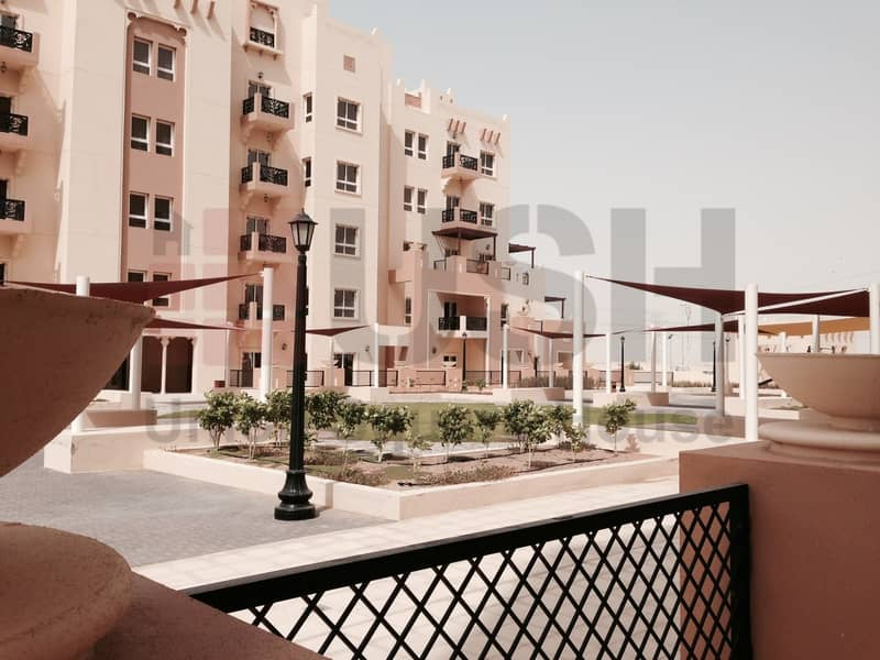 10 3 Beds Apt with Large Terrace on Podium.