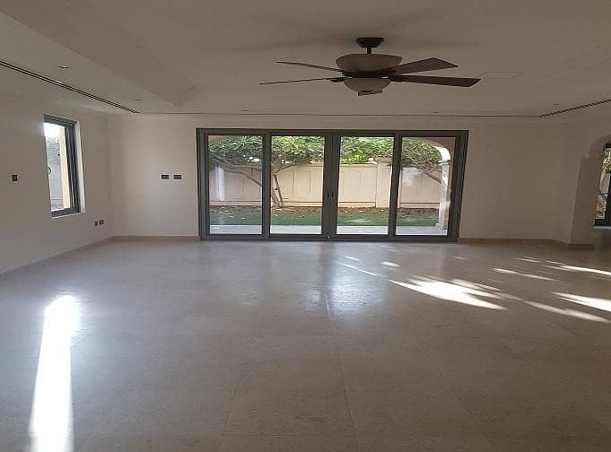 2 *Well Presented* 3 Bed Villa