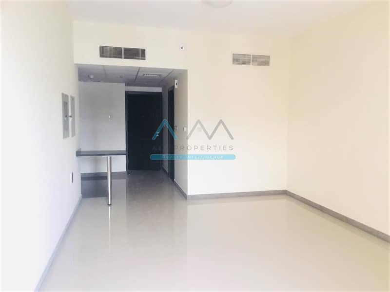 2 Chiller Free Spacious Studio With Balcony