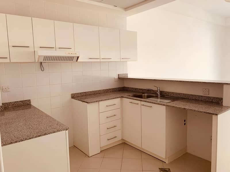 2 48k WELL MAINTAINED 2 BEDROOM IN DUBAI GATE 2