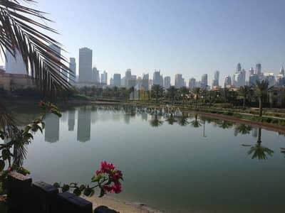 فیلا 4 غرف نوم للبيع في جزر جميرا، دبي - Lake View Upgraded Corner 4BR Villa with Big Plot