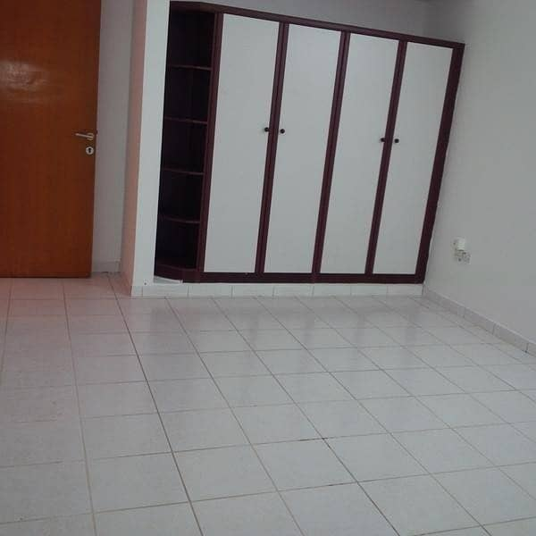 16 2 BED ROOM HALL  FLAT IN BUR DUBAI ON COMPUTER STREET BEHIND PALM BEACH HOTEL