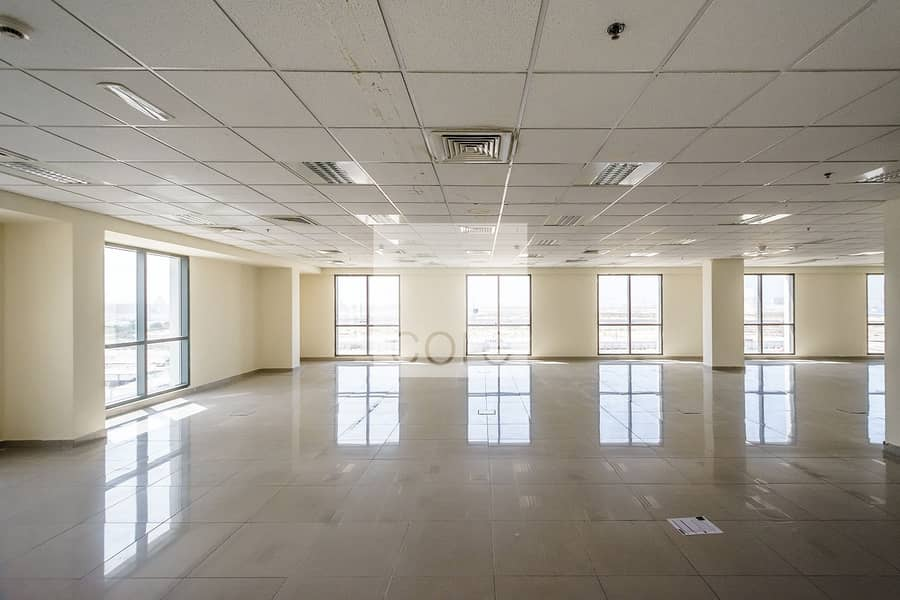 Low floor fitted office space in EBC for rent