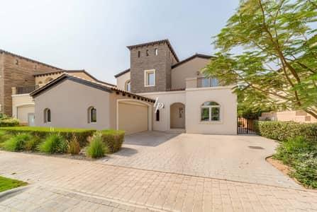 فیلا 5 غرف نوم للايجار في عقارات جميرا للجولف، دبي - Large Villa with Lake and Golf Views