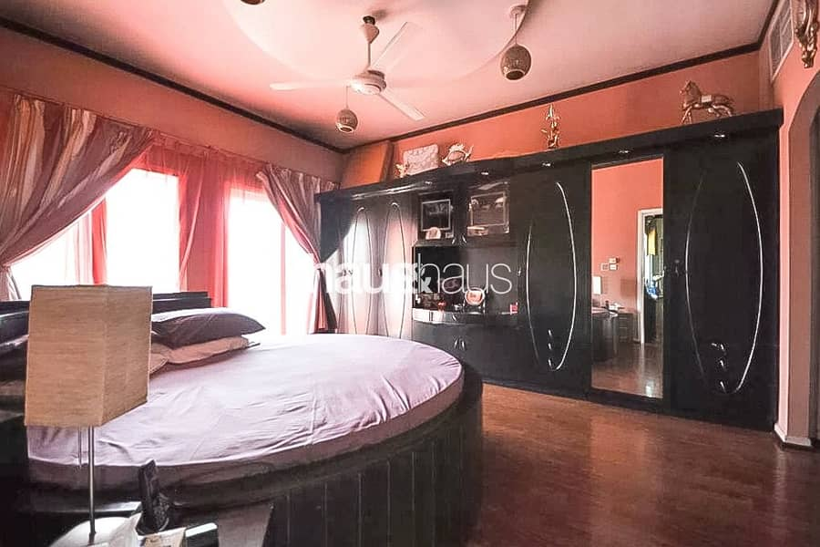 10 Upgraded   Beautiful Lake View   4 Bedrooms + Maid
