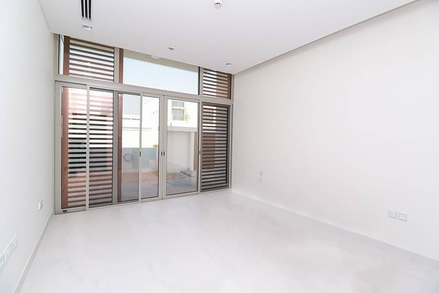 2 Contemporary 5 BR| Furnished Villa Ready to Move-In