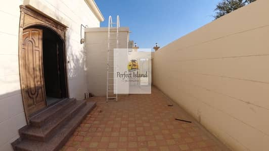 3 Bedroom Flat for Rent in Al Falah City, Abu Dhabi - Interestingly 3 BR + Majles Extension | Private Entrance | Yard