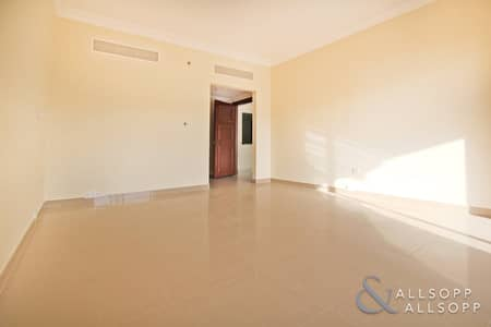 1 Bedroom Flat for Sale in Palm Jumeirah, Dubai - Middle Floor | Vacant | New Listing | 1 Bed