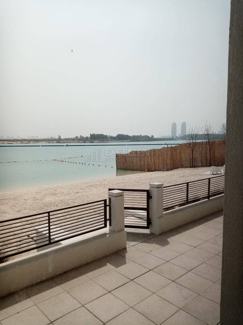 Waterfront Fabulous 5BH Villa with Private Beach Access