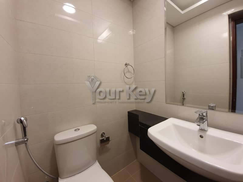 23 Live in Luxury 1BHK + Complete Facilities Marina View