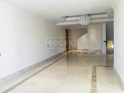 4 Bedroom Townhouse for Rent in Palm Jumeirah, Dubai - Beach Access | 3 Bed | with Maids Room | Sea View