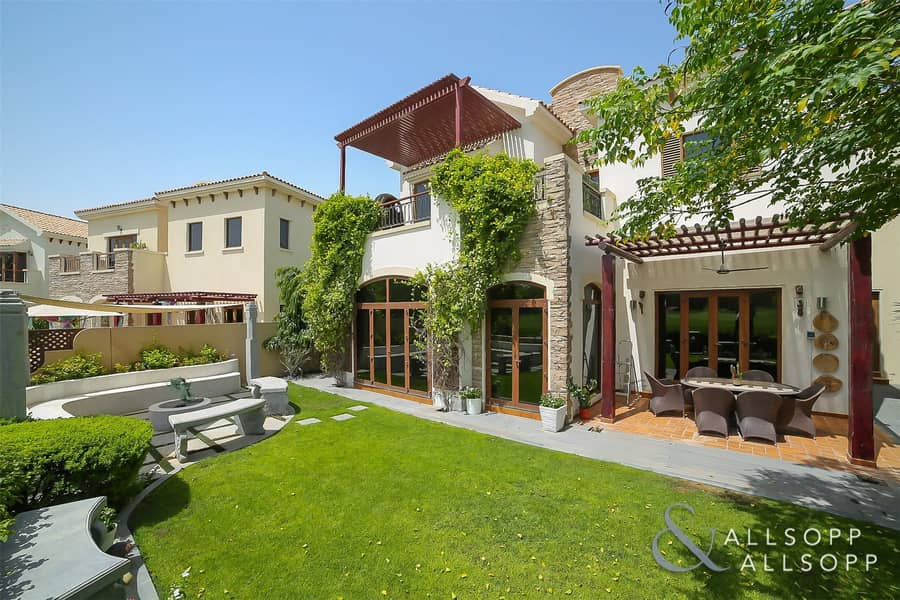 2 EXCLUSIVE   Lake View   Extended   4 Bed