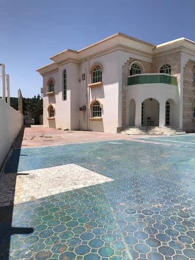 5 Bedroom Villa for Rent in Al Jurf, Ajman - BEAUTIFUL VILLA - 5 BEDROOM HALL MAJLIS WITH BIG HOSH ON MAIN ROAD - NEAR CHINA MALL