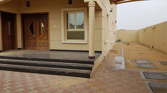 4 Bedroom Villa for Rent in Hoshi, Sharjah - *** GREAT DEAL - Spacious 4BHK Duplex Villa available in Al Hoshi area in very low rents ***