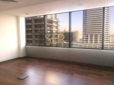 Fitted Office in Gold Tower With Partitions Option