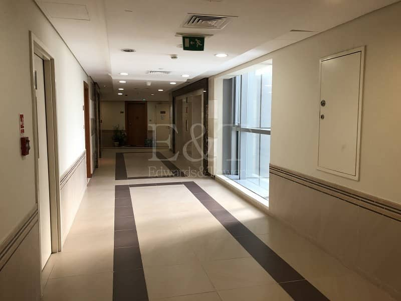 2 Opened View 1BR Huge Living RoomI Full Facilities