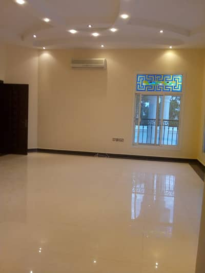 Studio for Rent in Khalifa City A, Abu Dhabi - AMERICAN STYLE HUGE STUDIO WITH SEP/KITCHEN, EXCELLENT WASHROOM WITH WARDROBES