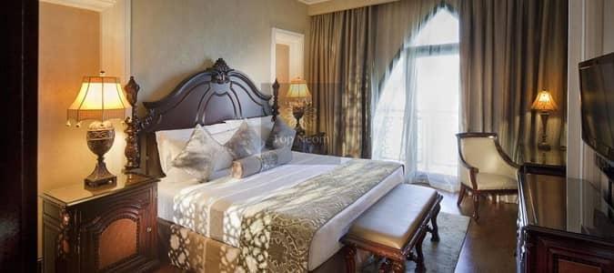 فیلا 5 غرف نوم للبيع في نخلة جميرا، دبي - Seafront Royle Villa on Palm Jumeirah 5 Bedroooms