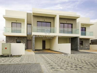 5 Bedroom Villa for Rent in Yas Island, Abu Dhabi - Direct golf views| Spacious and bright interior.