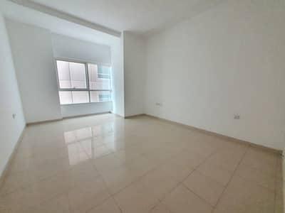 شقة في بناية البحيرة للتأمين المجاز 1 المجاز 3 غرف 75000 درهم - 4579758