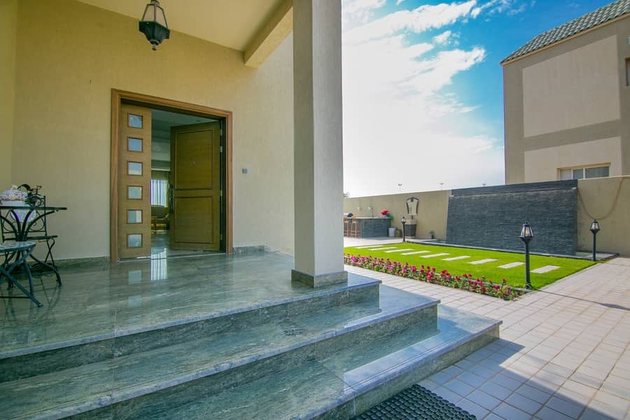 BEST DEAL Upgraded Full Golf & Lake View Villa