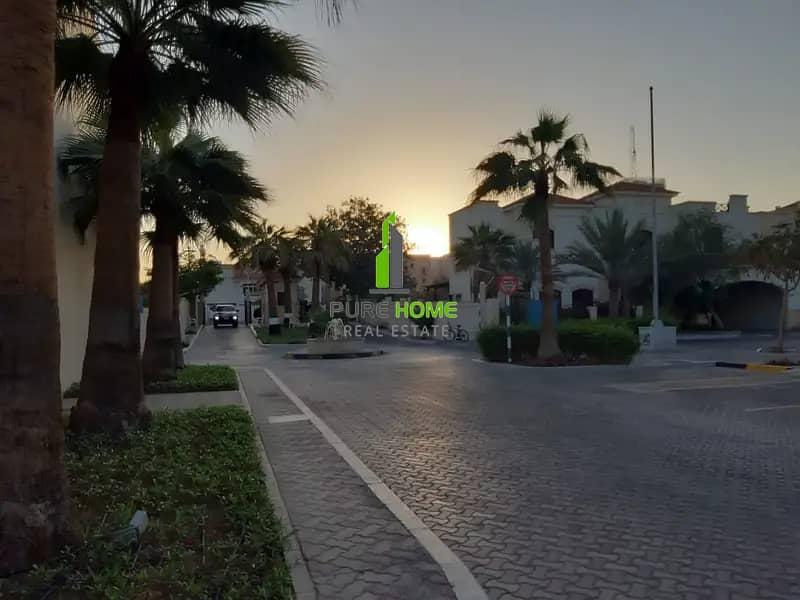10 12 Cheques | 4 Bedrooms Villa With Facilities In Khalidiya Village
