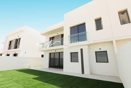 4 Bedroom Villa for Rent in Yas Island, Abu Dhabi - Wonderful Tranquil Home in a Newest Community