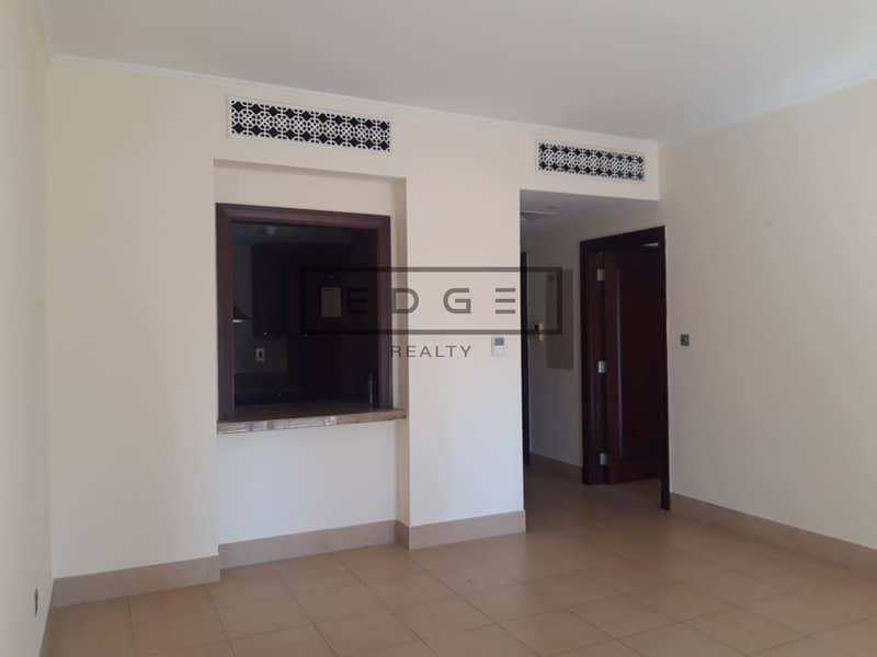 2 Beautiful 1 Bedroom/ Spacious Room /Balcony