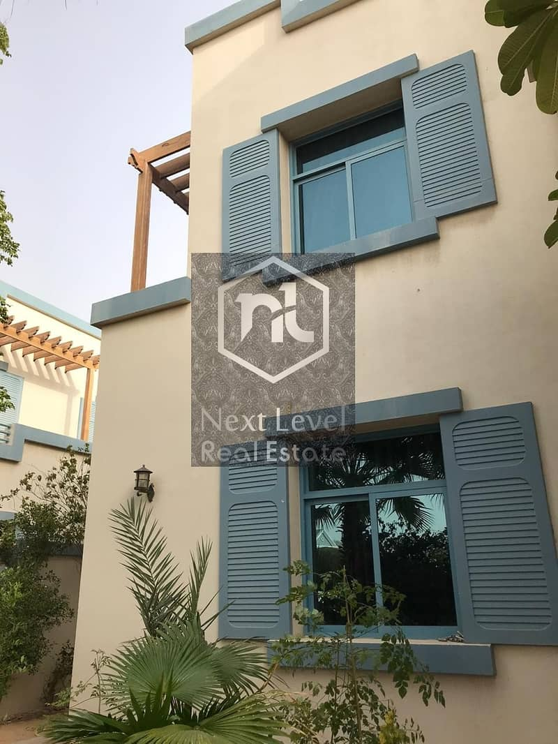 12 Well maintained Villa Partially upgraded 5bedroom