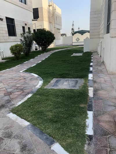4 Bedroom Villa for Rent in Mohammed Bin Zayed City, Abu Dhabi - Awesome  4-Br Villa | Covered Parking | Swimming Pool | Huge Shared Yard | MBZ CITY