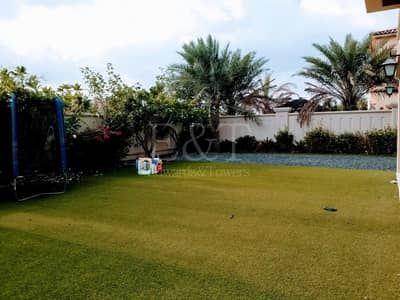 Great Price in market Villa Huge Corner Plot !!!!!