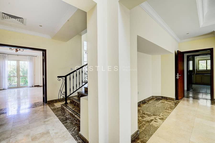 2 Upgraded 4 bed+maids Entertainment Foyer