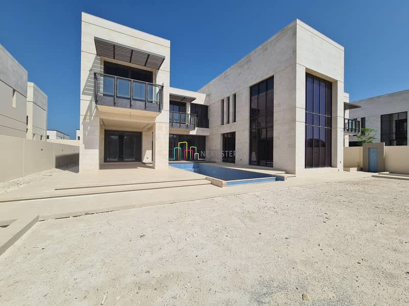 Immaculate 6 BR Villa with pRIVATE POO