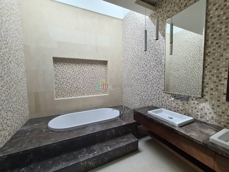 14 Immaculate 6 BR Villa with pRIVATE POO