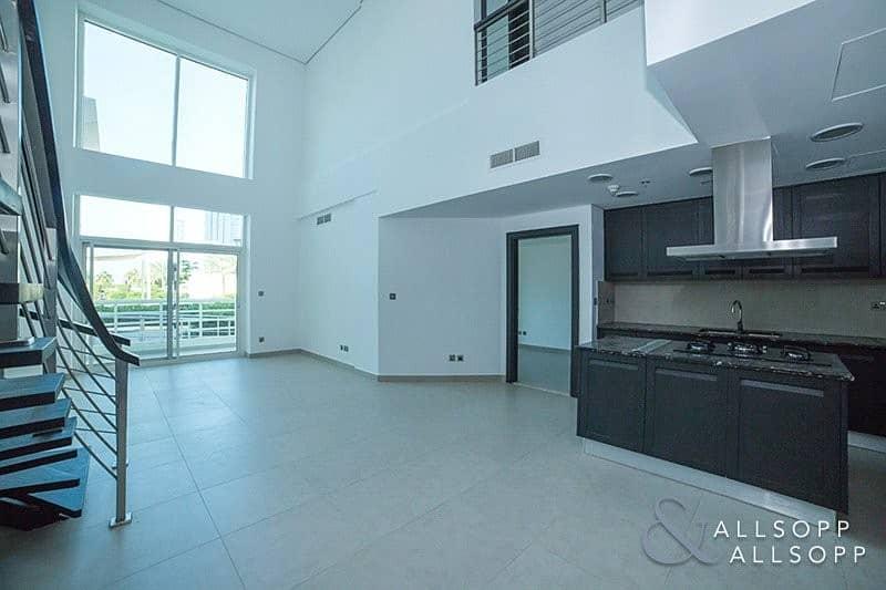 Modern Duplex Apartment   Skyline View