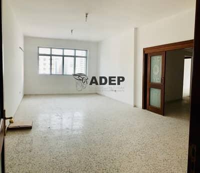 شقة 3 غرف نوم للايجار في الخالدية، أبوظبي - شقة في شارع الخالدية الخالدية 3 غرف 65000 درهم - 4587654