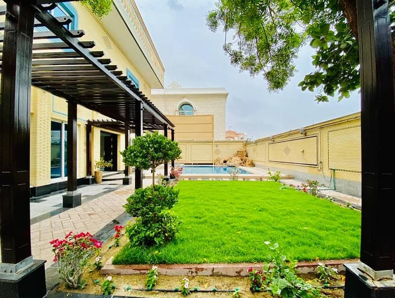 For sale luxury villa in Al Falaj area , Sharjah - near the book roundabout and the green belt garden - 6 master rooms
