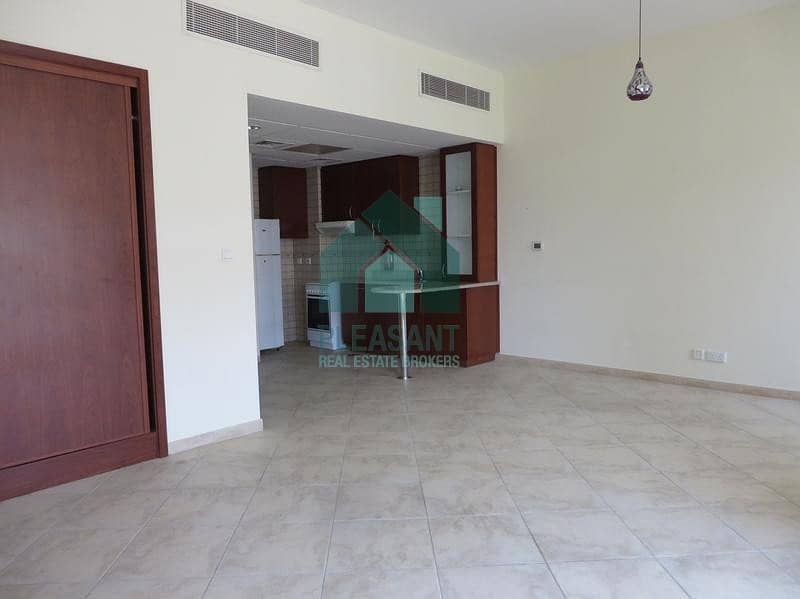 2 Enormous studio available in an affordable price