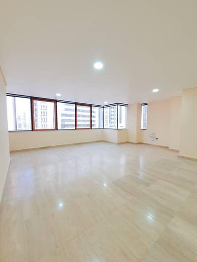 3 Bedroom Apartment for Rent in Hamdan Street, Abu Dhabi - Zero Commission!  Huge 3 Bedroom Duplex