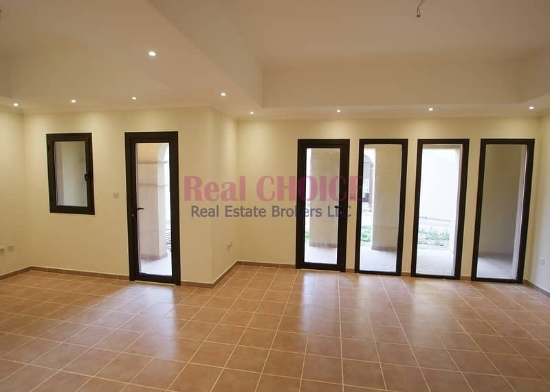 12 cheques   Ground floor 2br villa with direct access to greenery