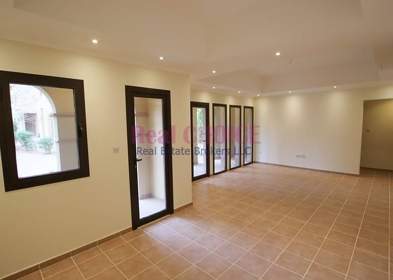 2 12 cheques   Ground floor 2br villa with direct access to greenery