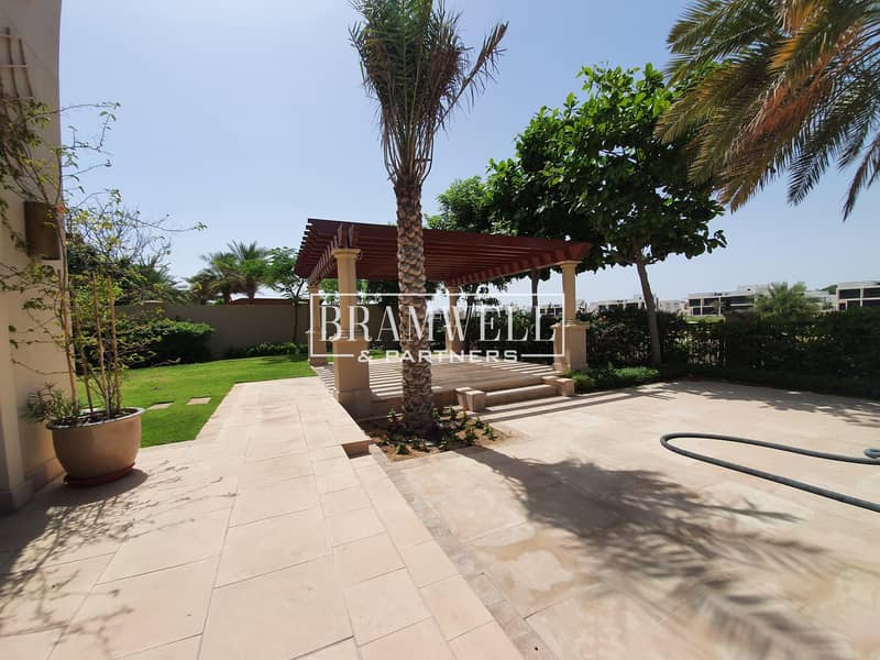 2 Luxurious 5 Bedroom Villa  For Rent!