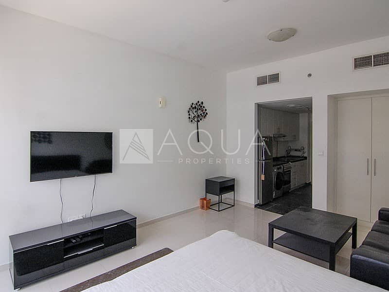 Fully Furnished Studio Unit   6 Cheques
