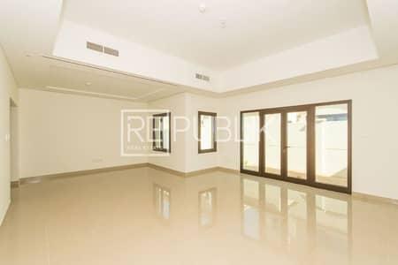 فیلا 3 غرف نوم للايجار في شارع السلام، أبوظبي - Living and Dining Area