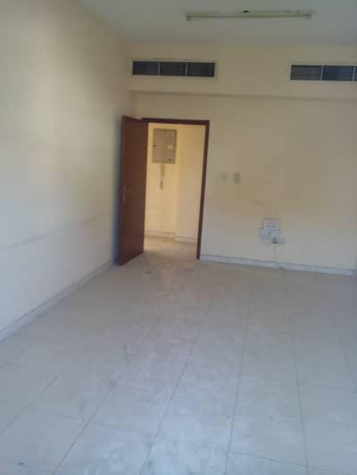 فلیٹ 3 غرف نوم للايجار في شارع الملك فيصل، عجمان - غرفه وصاله للايجار السنوي بسعر مميز 33000