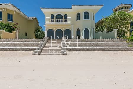 4 Bedroom Villa for Rent in Palm Jumeirah, Dubai - Beautifully Upgraded | On the Beach  I Pool | PJ