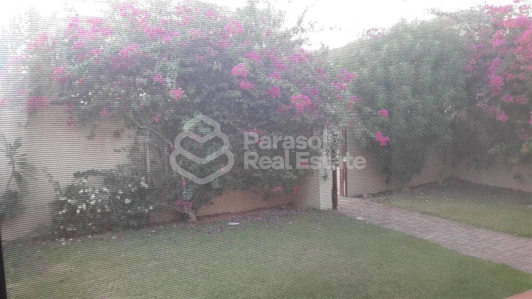 10 Prestigious Villa with  Garden and Pool
