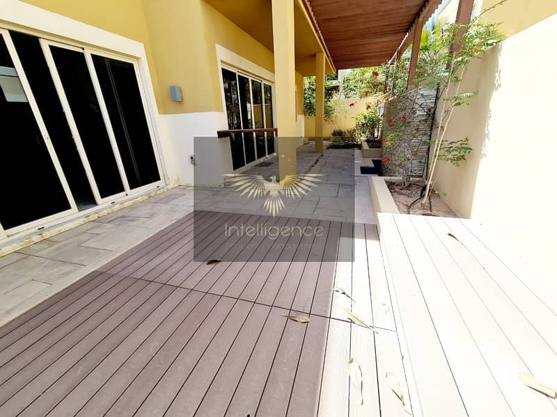 17 Well Maintained Townhouse w/ Maid`s and Study Room